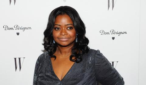 black-actresses-octavia-spencer-present-oscars-blallywood.com